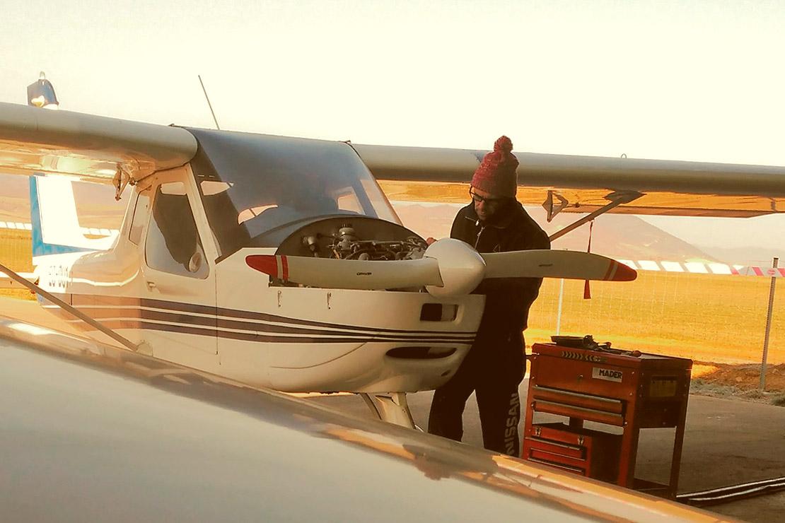 Servicio de taller de aeronaves
